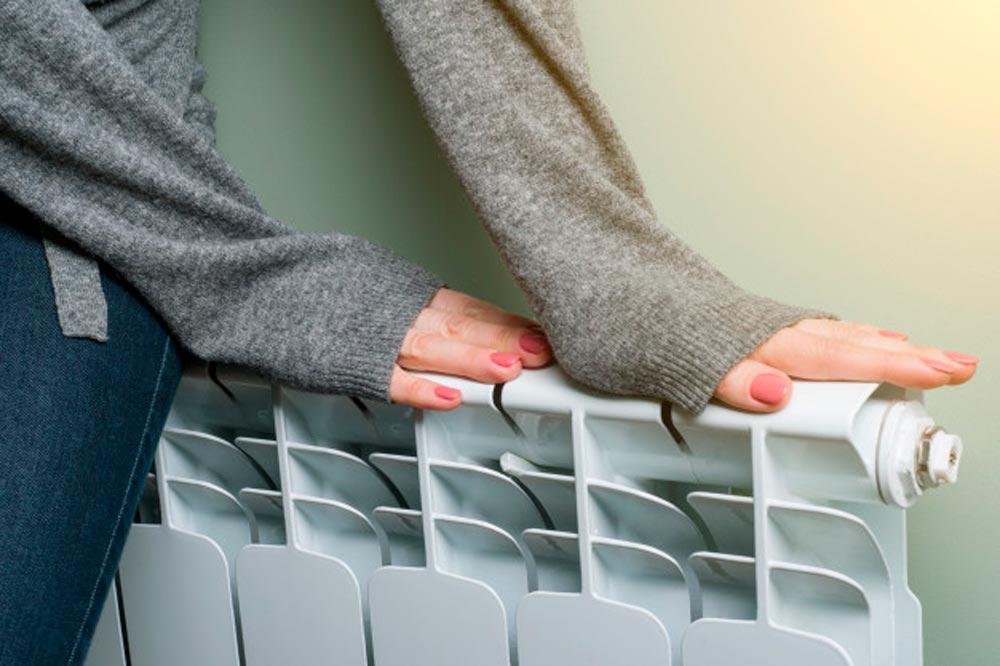 mujer radiador manos